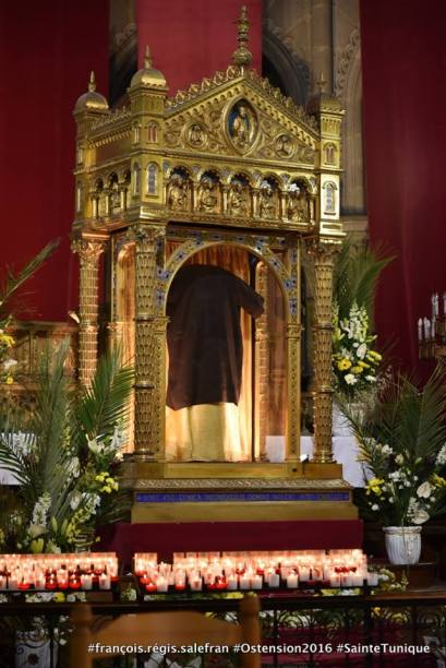 Holy Tunic of Jesus on Display in France Until April 10 2016